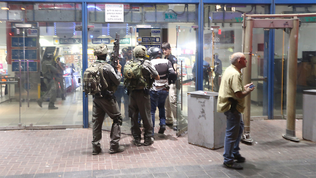 Security forces at central station after attack (Photo: Gil Yohanan)
