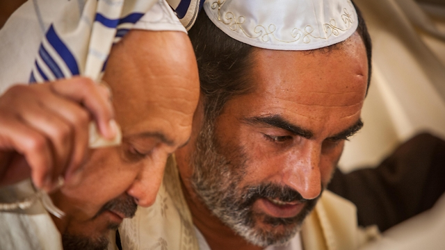 Navid Negahban in 'Baba Joon' (Screen shot: Yorai Lieberman)