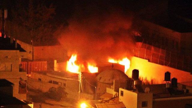 אש במתחם קבר יוסף הלילה ()