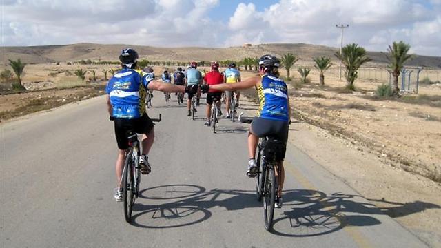 יד ביד לאורך כל הדרך (צילום: מכון הערבה)
