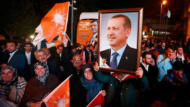 De facto win for Erdogan in Turkey's elections