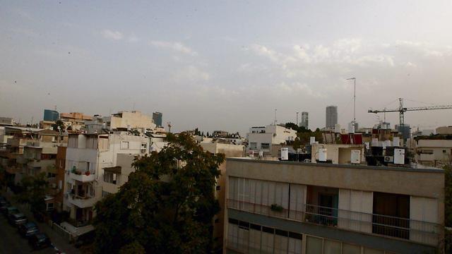 בתל אביב היה עדיין בהיר אחר הצהריים (צילום: מוטי קמחי)