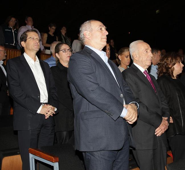 יגאל עמיר: מוקסמים: יעל אבקסיס ושמעון פרס מבלים יחד