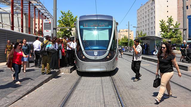 """רחוב יפו בתל-אביב. """"הפך לאחד היפים והנגישים"""" (צילום: shutterstock)"""