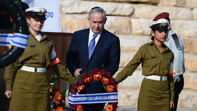 Netanyahu laying a wreath in Ben-Gurion's memory (Photo: Herzl Yosef)