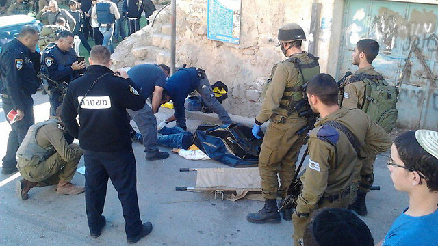 Two soldiers stabbed in Hebron in December 2015 (Photo: Elyashiv Tzviel)