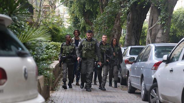 כוחות גדולים של משטרה  (צילום: מוטי קמחי)
