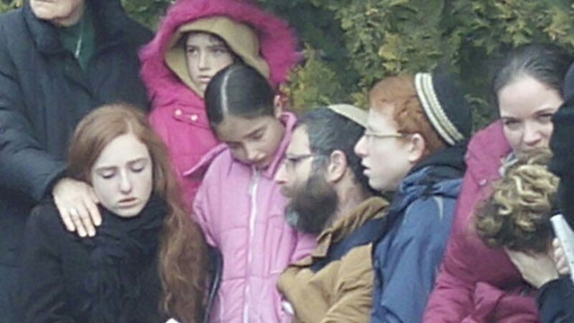 Dafna Meir's husband and children at the Otniel synagogue (Photo: TPS)