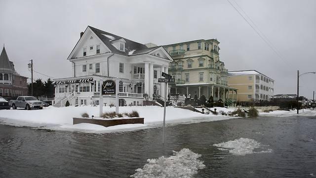 הרחובות מוצפים בניו ג'רזי (צילום: AFP)