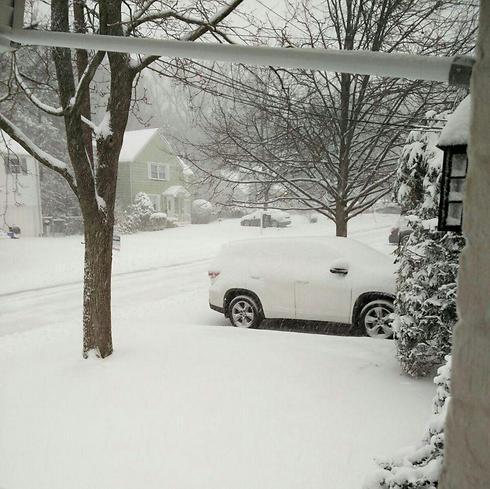 רכב מכוסה בשלג בניו ג'רזי (צילום: ליטל גליק)