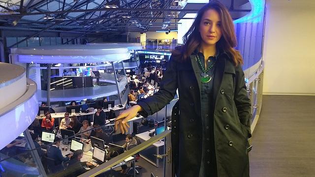 Aharish at i24news, where she presents the news in English (Photo: Shira Ben Yehuda)