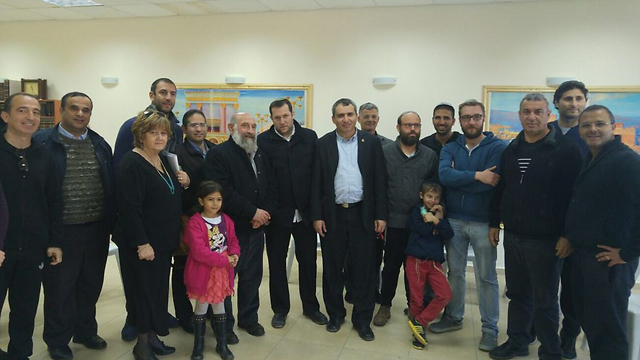 Samaria Regional Council Head Yossi Dagan and Immigrant Absorption Minister Ze'ev Elkin meet with French Jews in an effort to bring them to the settlements (Photo: Samaria Regional Council)