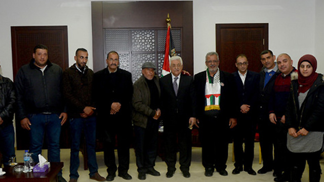 Abbas meets with families of terrorists in Ramallah.