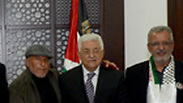 Abbas meets with terrorists' families