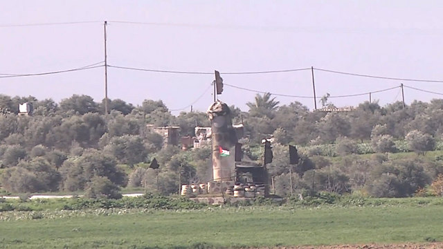 ISIS flag flying next to the Palestinian flag at a military position in central Gaza (Photo: Roee Idan)