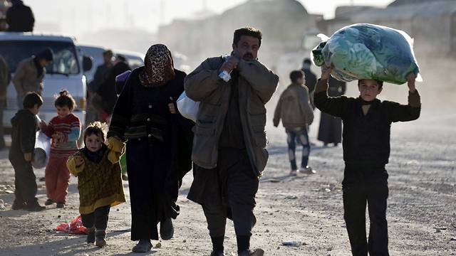 Refugees flee the Syrian city of Aleppo. (Photo: AP)