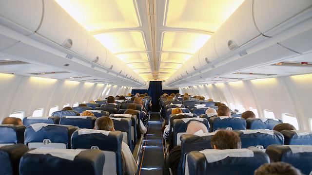 מי רוצה לטוס במושב האמצעי? (צילום: shutterstock)