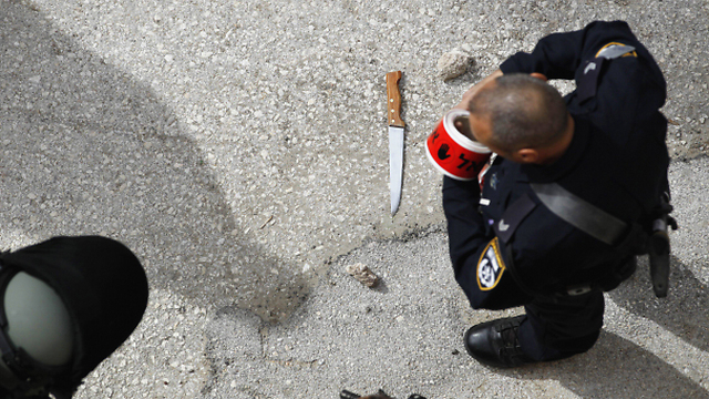 Knife used by the attacker in Hebron (Photo: EPA)
