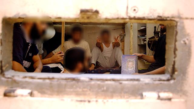 Prisoners in Shikma Prison (Photo: Gadi Kabalo, Yedioth Ahronoth)