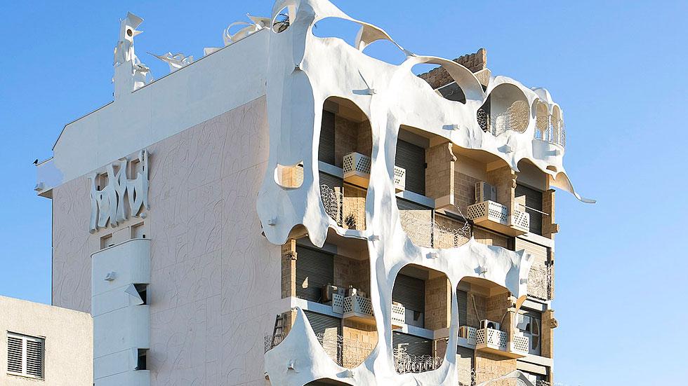 הבית המשוגע מבחוץ ומבפנים: הצצה נדירה לדירת הגן המהפנטת