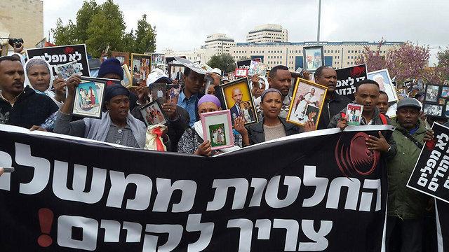 Ethiopian Jews demonstrating in Jerusalem (Photo: Omri Efraim)