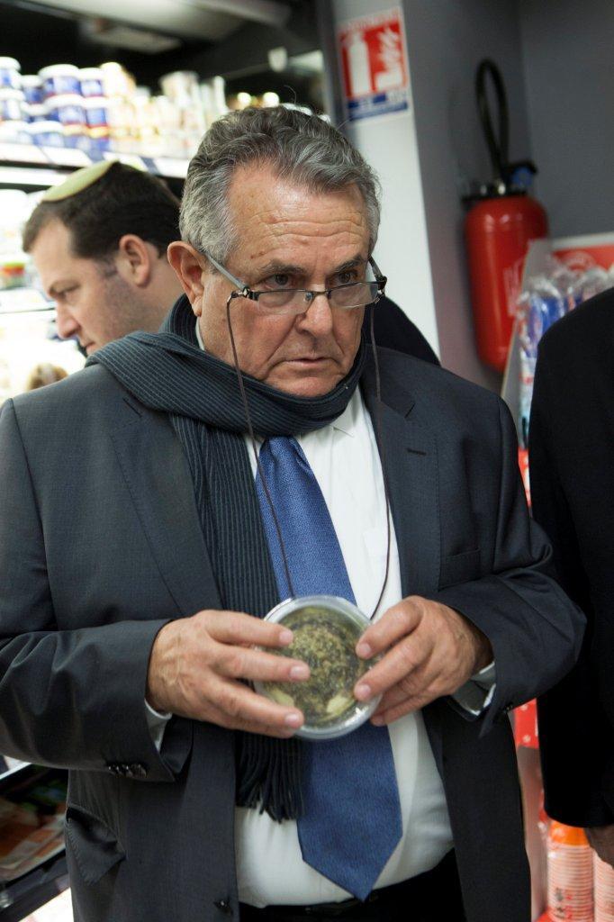 Guy in a Parisian supermarket (Photo: Assaf Matarasso)