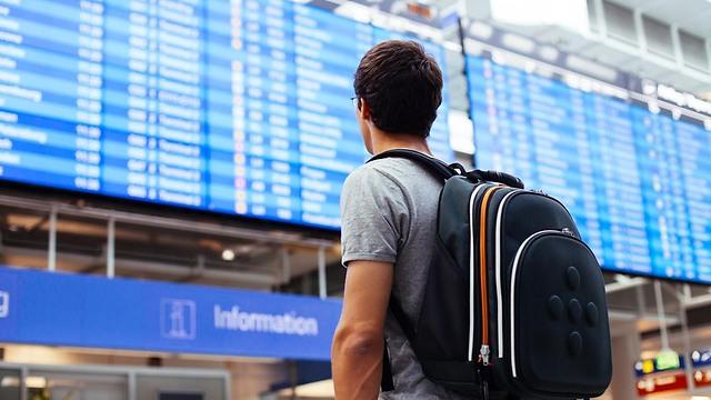מה עושים אם הטיסה מתעכבת? (צילום: SHUTTERSTOCK)