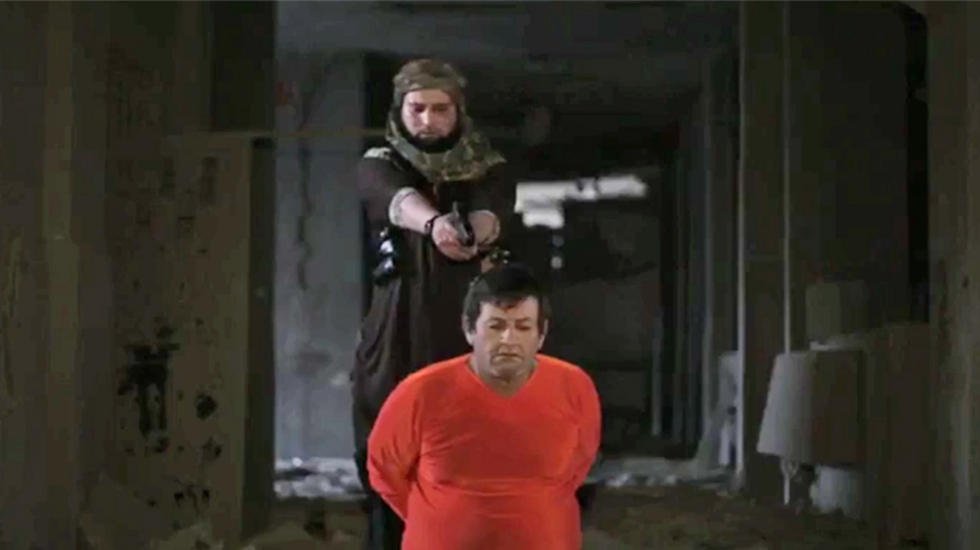 Belgian ISIS soldier executes a prisoner