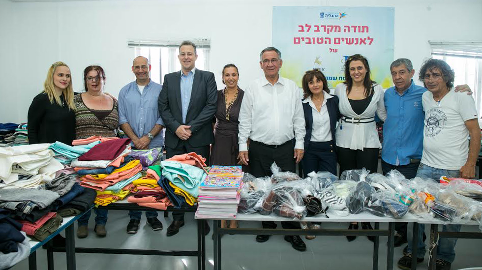 אמיר איל, משה פדלון ונציגי קבוצת ההשקעות ועובדי העירייה