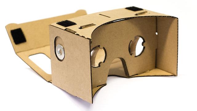 משקפי הקרטון של גוגל (צילום: Google)