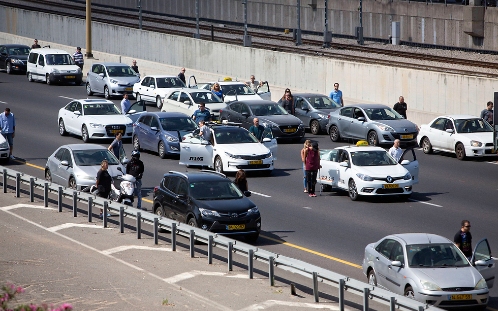Israel coming to a standstill during last year's 2-minute siren (Photo: AP)