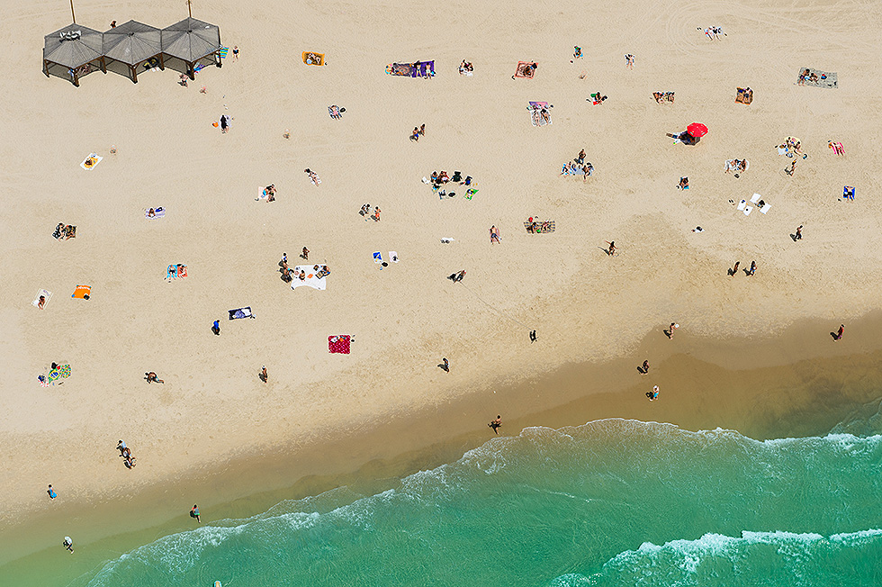 Beach in Tel Aviv (Photo: Israel Berdugo)
