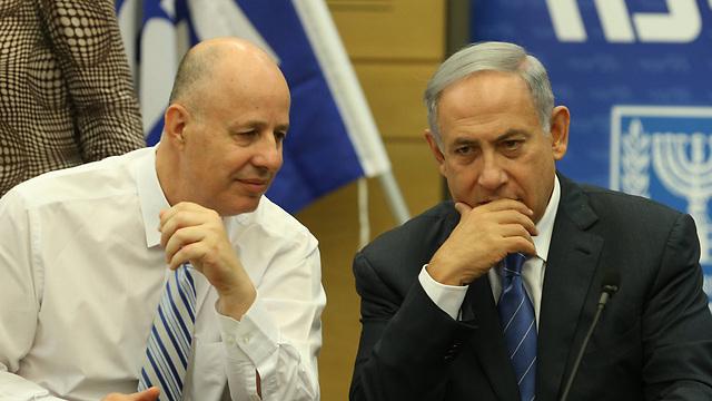 Hanegbi and Netanyahu (Photo: Amit Shabi)
