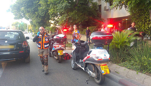 Soldier stabbed in Tel Aviv (Photo: Magen David Adom)