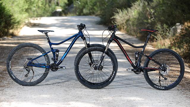 אותו זוג אופניים, עם חישוק גדול וקטן יותר (תומר פדר)