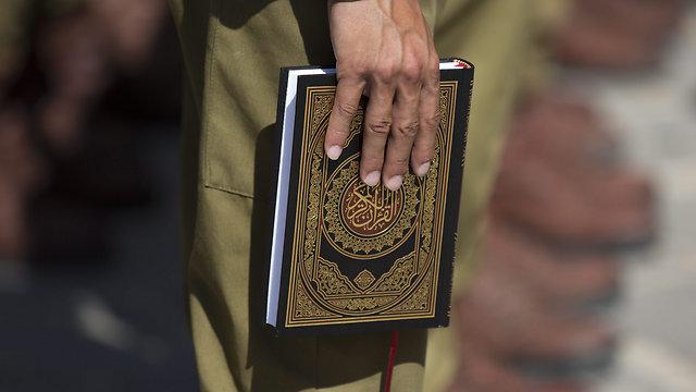 The IDF-provided Koran for swearing in (Photo: EPA)