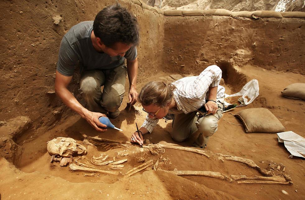 """""""למדנו את המחלות מהן סבלו אנשי העיר"""" (צילום: AFP)"""