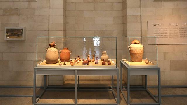 פריטים שונים שנמצאו באתר הארכיאולוגי באשקלון (צילום: גיל יוחנן)