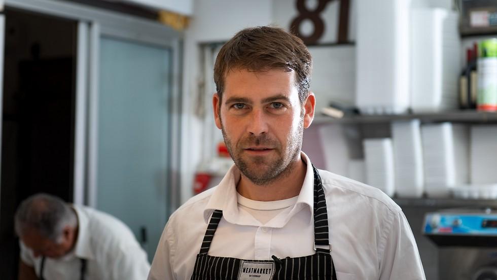 גם מקפיץ וגם מפציץ, שף יהונתן בורוביץ' (צילום: ירון ברנר)