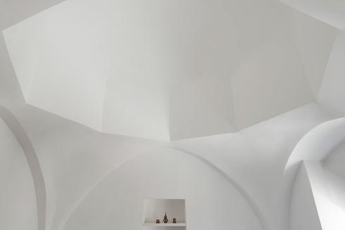 לבן על לבן, התערבות מינימלית. בבית של ספדיה (צילום: גדעון לוין)