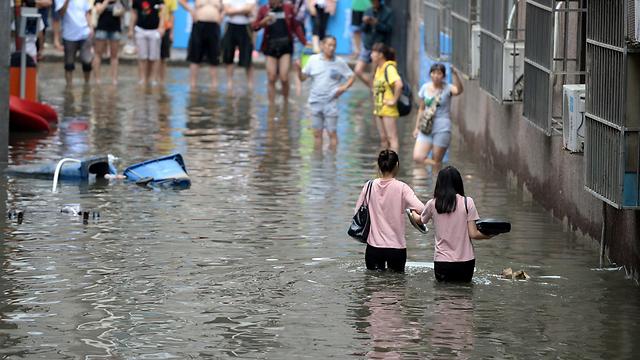 מיליונים פונו מבתיהם, 91 נעדרים. שיטפונות בסין (צילום: AFP)