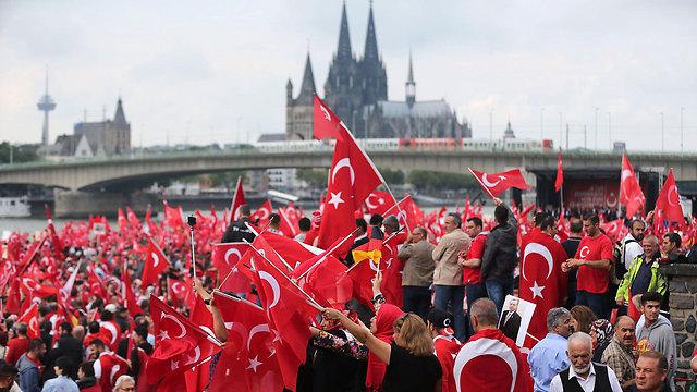 Erdoğan supporters in Germany (Photo: AFP)