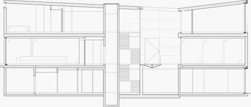 חתך הבית. 800 מ''ר על פני 3 קומות (תוכניות: פיצו קדם אדריכלים)
