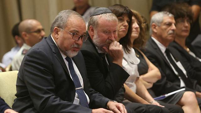 Mandelblit with Defense Minister Lieberman (Photo: Alex Kolomoisky)