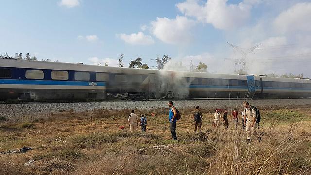(Φωτογραφία: Hadera την καταπολέμηση της πυρκαγιάς και διάσωσης της Επιτροπής εκπρόσωπος)