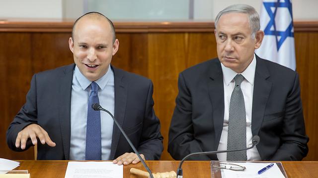 Bennett and Netanyahu during a cabinet meeting (Photo: Emile Salman) (Photo: Emile Salman)