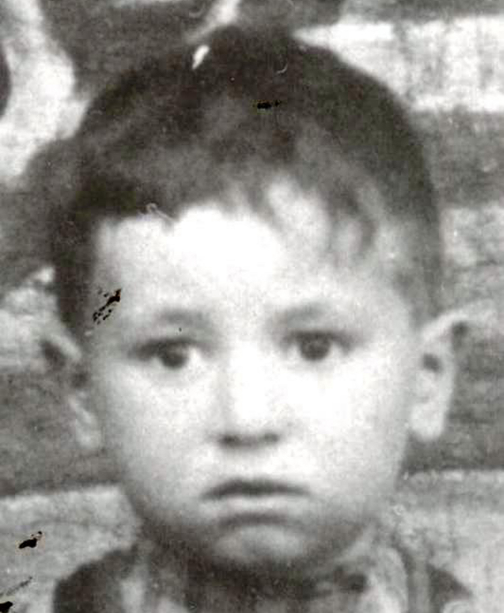 Peres as a child in Poland, before immigrating to Israel (Photo: Shimon Peres Archives)