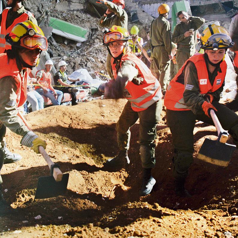 Left to right: Sgt. Irit Muaysiev, Cpl. Keren Riechter and Sgt. Keren Tirosh working at the collapse site (Photo: IDF Spokesman)