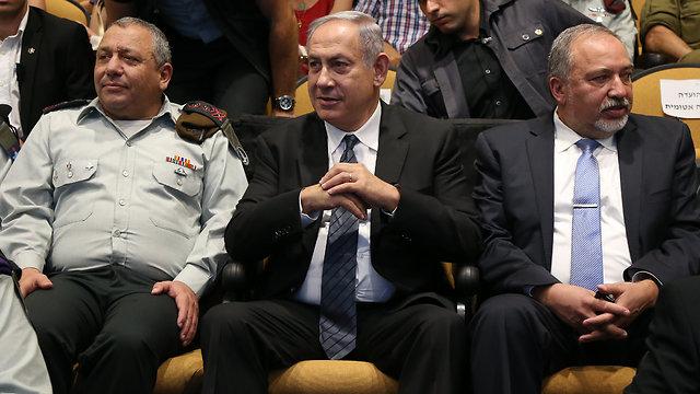 IDF chief Eisenkot, Prime Minister Netanyahu and Defense Minister Lieberman (Photo: Shaul Golan)