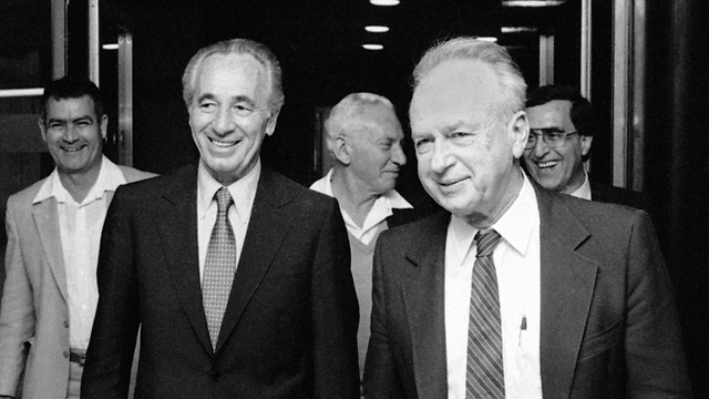 Shimon Peres (L) and Rabin in 1994 (Photo: AP)